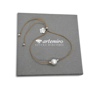 bransoletka na nici nitce beżowa z perła naturalna szczescia