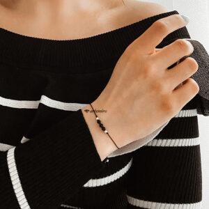 czarna bransoletka na nici nitce jedwabnej z kryształkiem srebrna