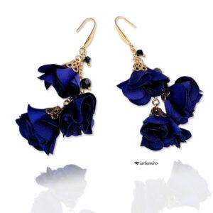 długie wiszące niebieskie kobaltowe kolczyki ślubne z kwiatem złote stal chirurgiczna