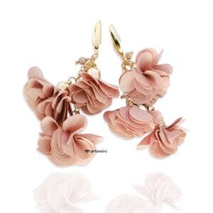 długie wiszące kolczyki z kwiatem beż pudrowy róż złote stal chirurgiczna