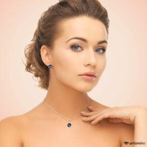 Komplet biżuterii srebrnej Swarovski kostki. Granatowe kolczyki, zawieszka i łańcuszek Bermuda Blue