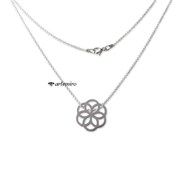 delikatny lancuszek srebrny wisiorek celebrytka kwiat